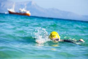 Freiwasserschwimmen Alcudia gelbe Badehaube