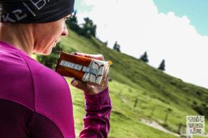 Energy Cake Riegel beim Wandern