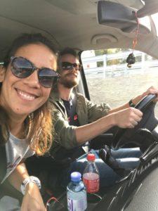 Donata und Martin im Auto
