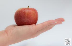Apfel auf der Hand