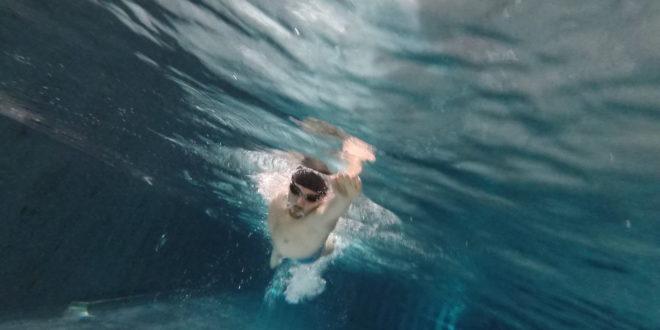 Nach dem Schwimmen kommt der Dildo