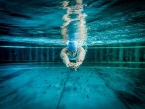 Kathi mit Uhr Unterwasser