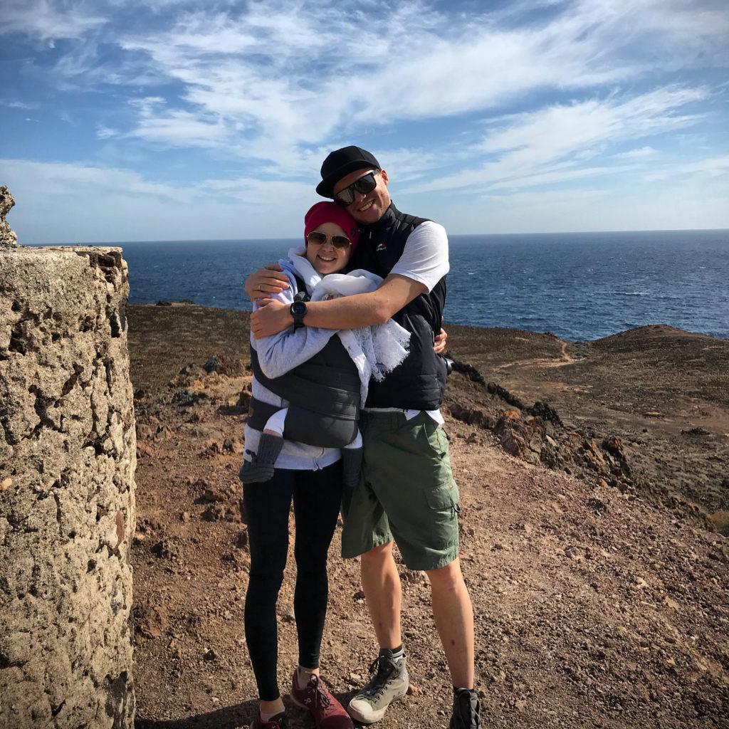 Michi und Dani Herlbauer mit Tochter Mia auf Urlaub
