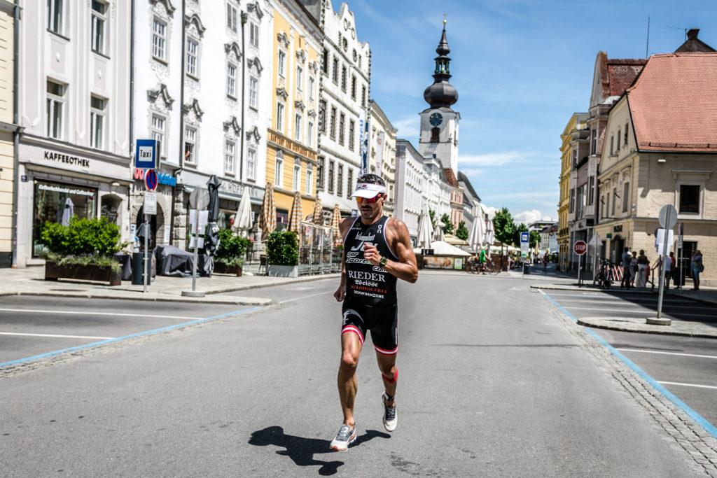 Laufstrecke beim Wels Triathlon mitten am Welser Stadtplatz