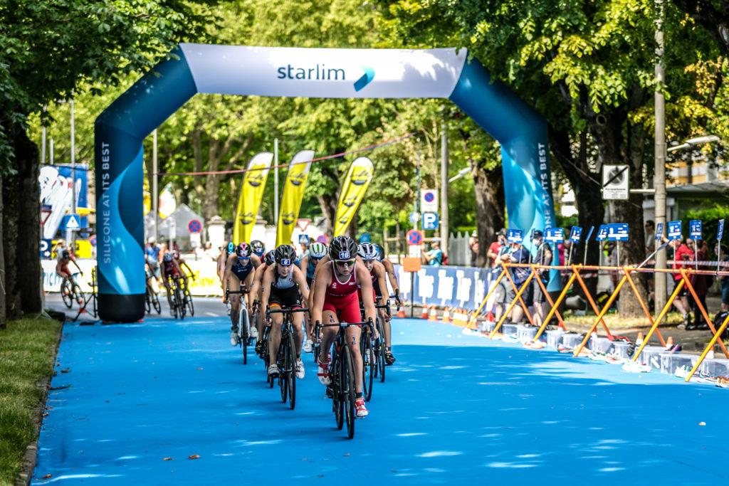 Wels Triathlon Damen Europacup das Hauptfeld am Rad